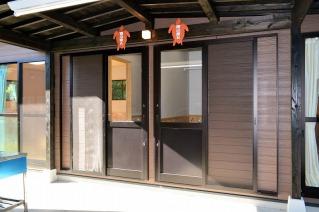 宿泊棟入口(左がA室・右がB室)