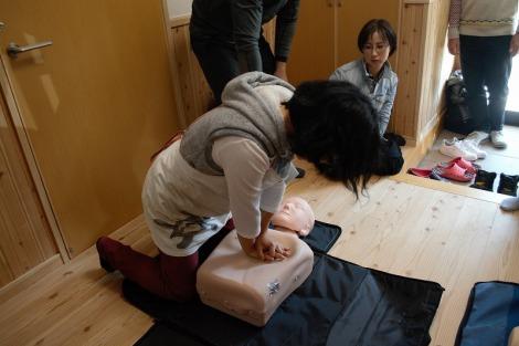 胸骨圧迫の練習