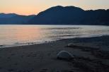 夕焼けの間越海岸より旅立ちます