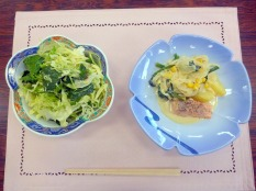 主菜とサラダ