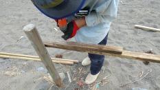 短い垂木や補修が必要なものはつなぎで補強