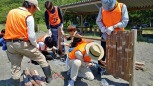 防砂垣の設置作業