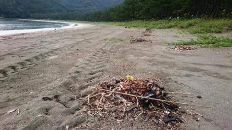 波当津海岸 海岸のごみはすぐに集められ美しく保たれている
