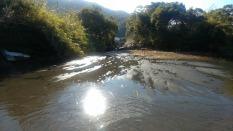 作業前。砂が堆積し、水位が浅く、流れがあまりない。